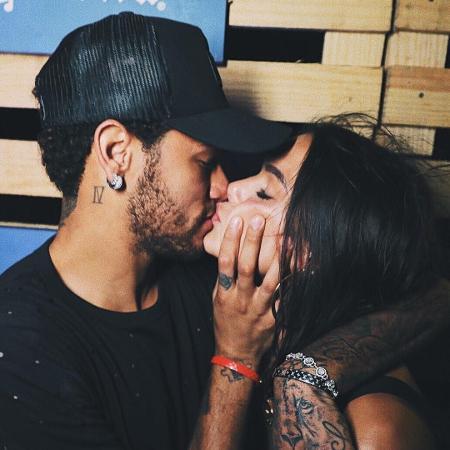 Bruna Marquezine e Neymar dão beijos em Noronha - Reprodução/Instagram/Raul Aragão