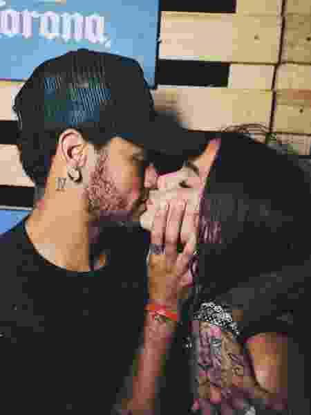 Bruna Marquezine e Neymar dão beijos em Noronha - Reprodução/Instagram/Raul Aragão - Reprodução/Instagram/Raul Aragão