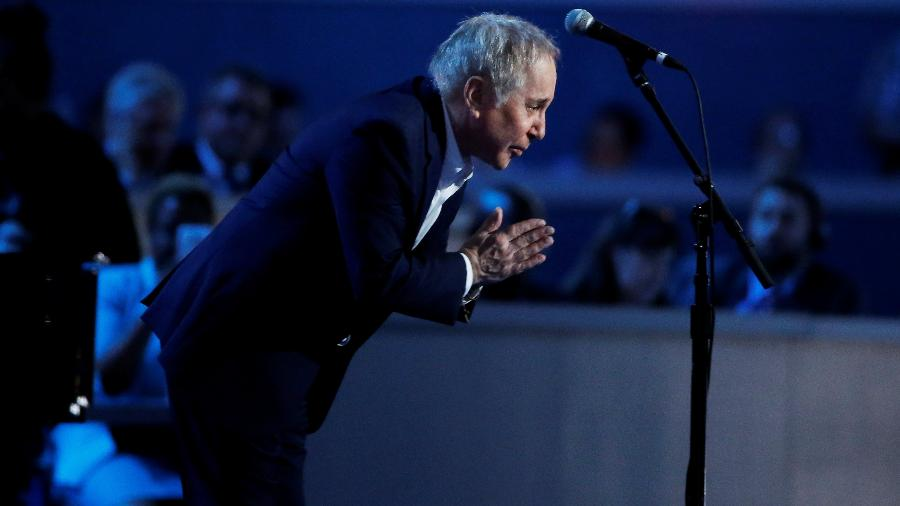 O cantor Paul Simon se apresenta em convenção do Partido Democrata na Filadélfia, em julho de 2016 - Lucy Nicholson/Reuters