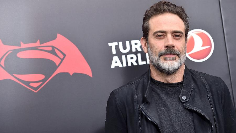 "Jeffrey Dean Morgan posa durante o lançamento de ""Batman vs Superman: A Origem da Justiça"" - Dimitrios Kambouris/Getty Images Entertainment/Getty Images"