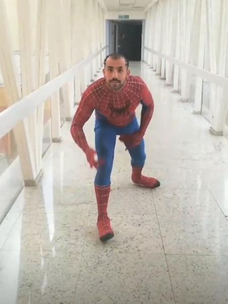 Kaysar se veste de Homem Aranha e visita crianças em hospital - Reprodução/Instagram