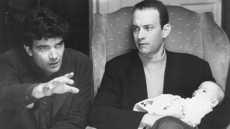 """Antonio Banderas e Tom Hanks em cena de """"Filadélfia"""" (1993) - Reprodução"""