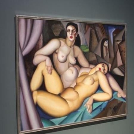"""A obra """"Les Deux Amies"""", de Tamara de Lempicka, está em """"Casais Modernos"""" no Barbican, em Londres; exposição mostra como artistas do século 20 misturavam trabalho, amor e sexo - Getty Images"""