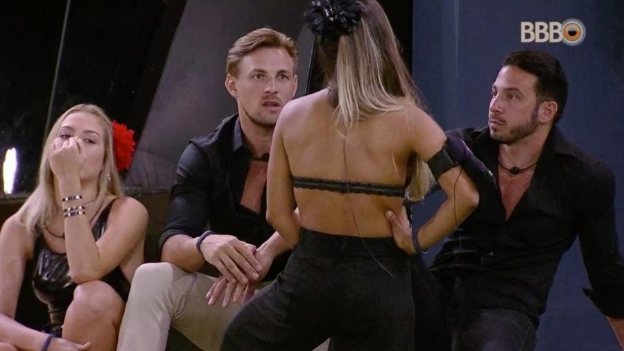 Diego reclama do comportamento de Hana dentro do confinamento - Reprodução/GloboPlay