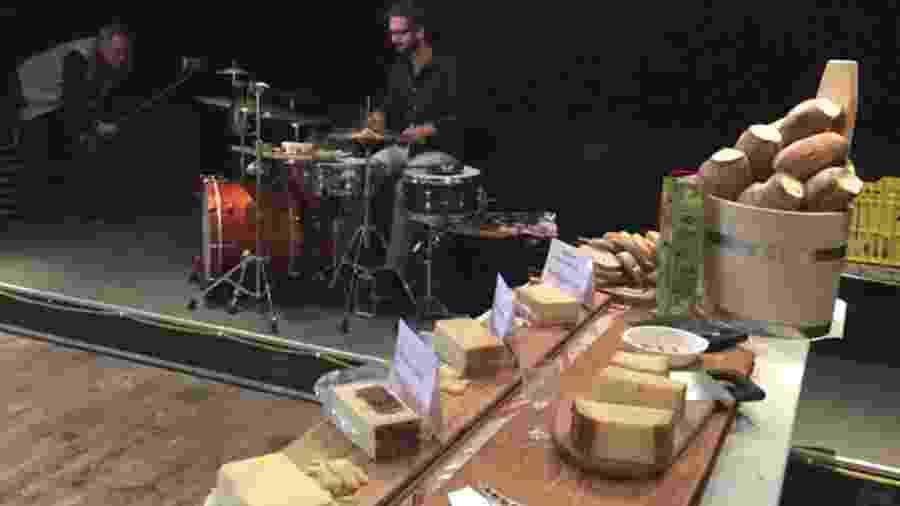 Os micro-organismos responsáveis pela maturação de um queijo gostam de música?  - Divulgação