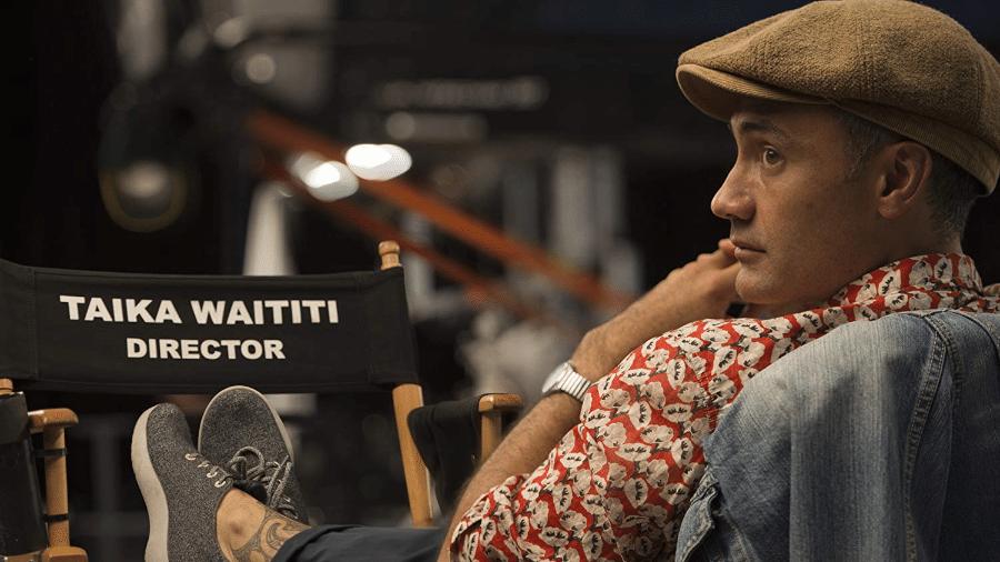 """Diretor Taika Waititi nos bastidores de """"Thor: Ragnarok"""" - Reprodução"""
