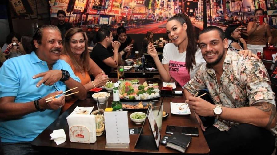 Caique Aguiar leva Fernanda Lacerda para jantar com os pais - Reprodução/Instagram