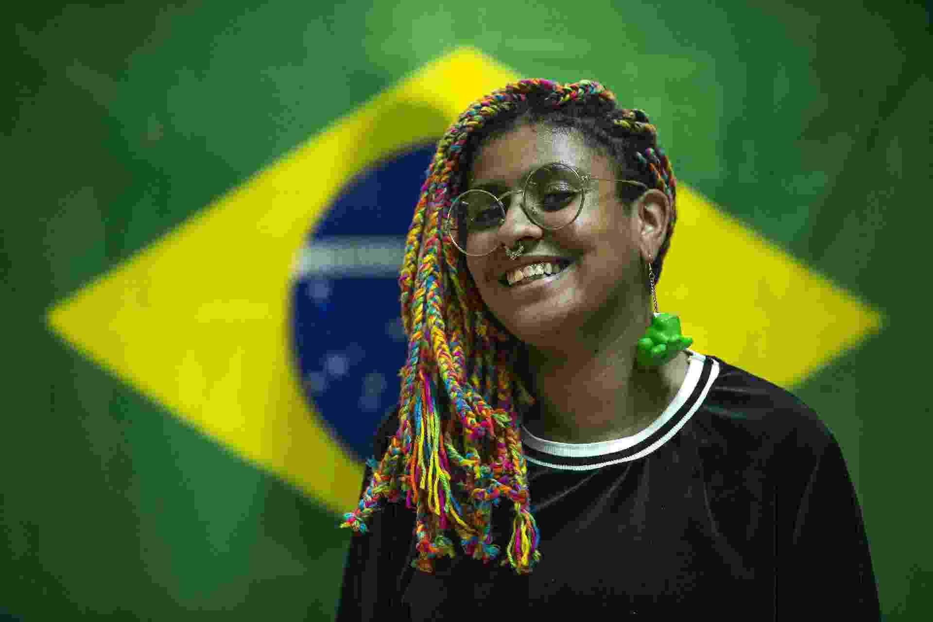 Torcedoras recebem a seleção de futebol feminino no aeroporto de Guarulhos nesta terça-feira (25) - Jardiel Carvalho/UOL