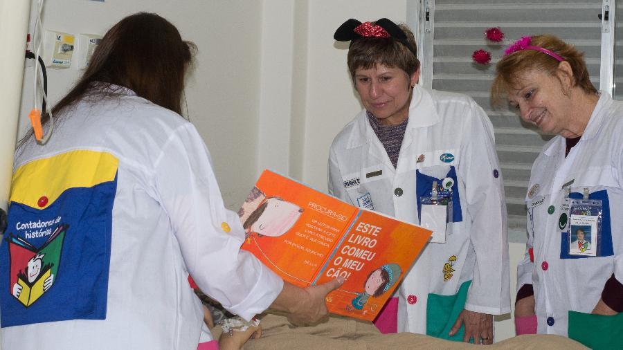 Voluntárias da Associação Viva e Deixe Viver durante uma das atividades da ONG - Divulgação/Associação Viva e Deixe Viver