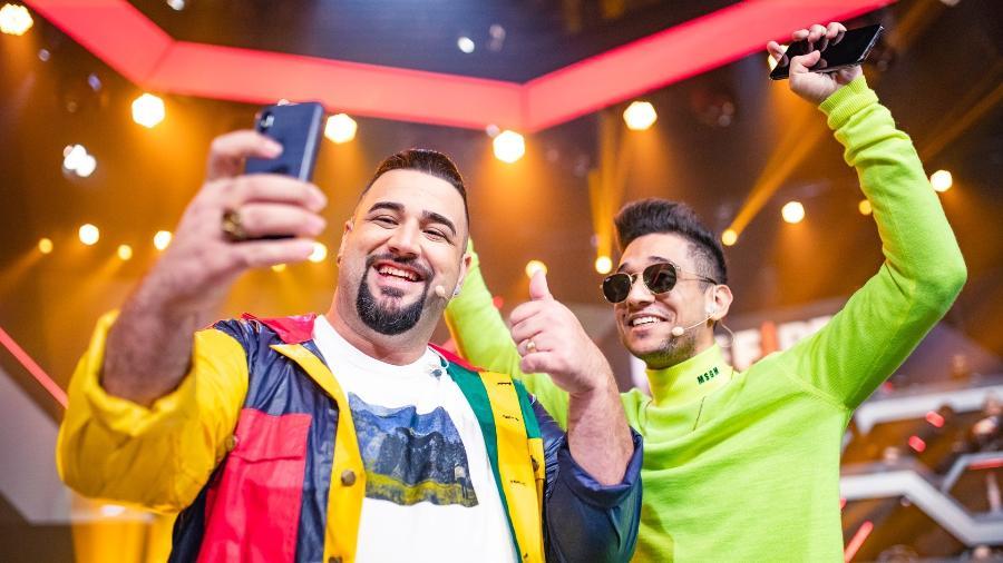 O streamer El Gato, à direita, com Murillo Shoow, narrador da Liga Brasileira de Free Fire (LBFF) - Cesar Galeão/Garena