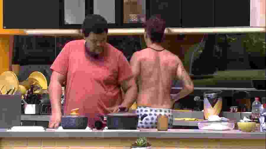 BBB 20 - Babu e Prior conversam na cozinha da xepa - Reprodução/Globoplay