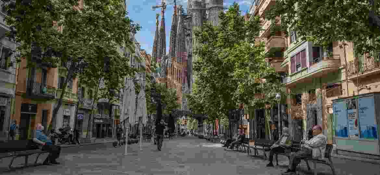 Após o pior da pandemia, Barcelona está bem mais vazia e os locais têm aproveitado o respiro do overtourism que atingia a cidade - SOPA Images/LightRocket via Getty