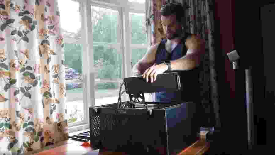 Henry Cavil montando seu PC Gamer - Reprodução/Instagram