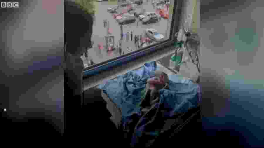 Emmanuelle estava em trabalho de parto, quando tudo explodiu em Beirute, no Líbano - Reprodução/Vídeo/BBC
