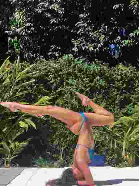 Débora Nascimento postou foto em treino de ioga e foi elogiada - Reprodução/Instagram