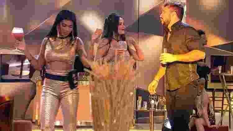BBB 21: Juliette e Arthur brincam durante dança na festa - Reprodução/Globoplay - Reprodução/Globoplay