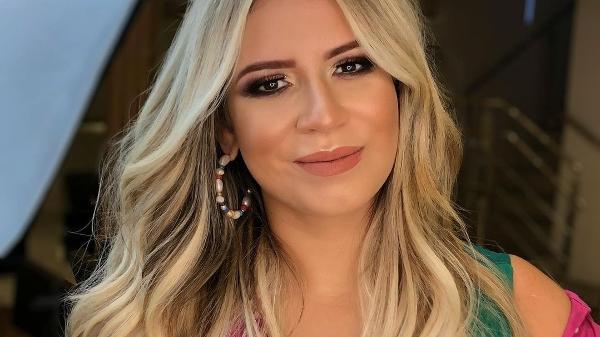 """Marília Mendonça caiu na brincadeira e admitiu: """"De arrogante pra desatualizada em 1 segundo"""""""