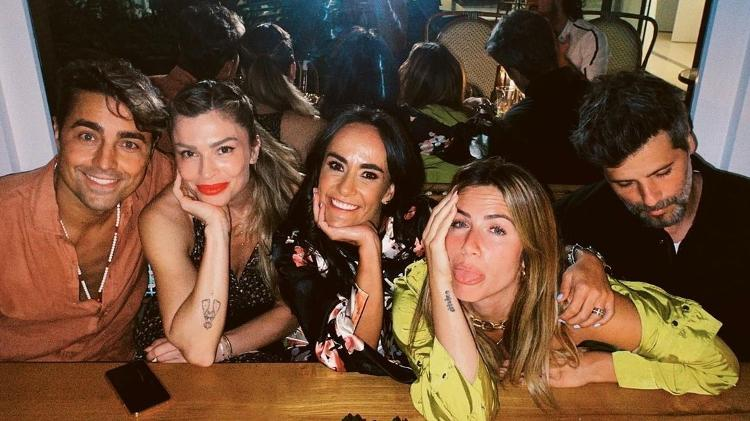 Grazi enjoys night out in Paris with couples of friends - Instagram - Instagram