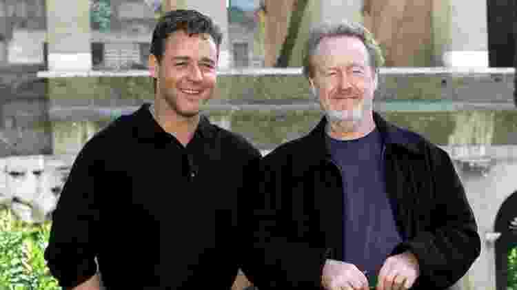 Russell Crowe e o diretor Ridley Scott, no início dos anos 2000 - AFP Photo