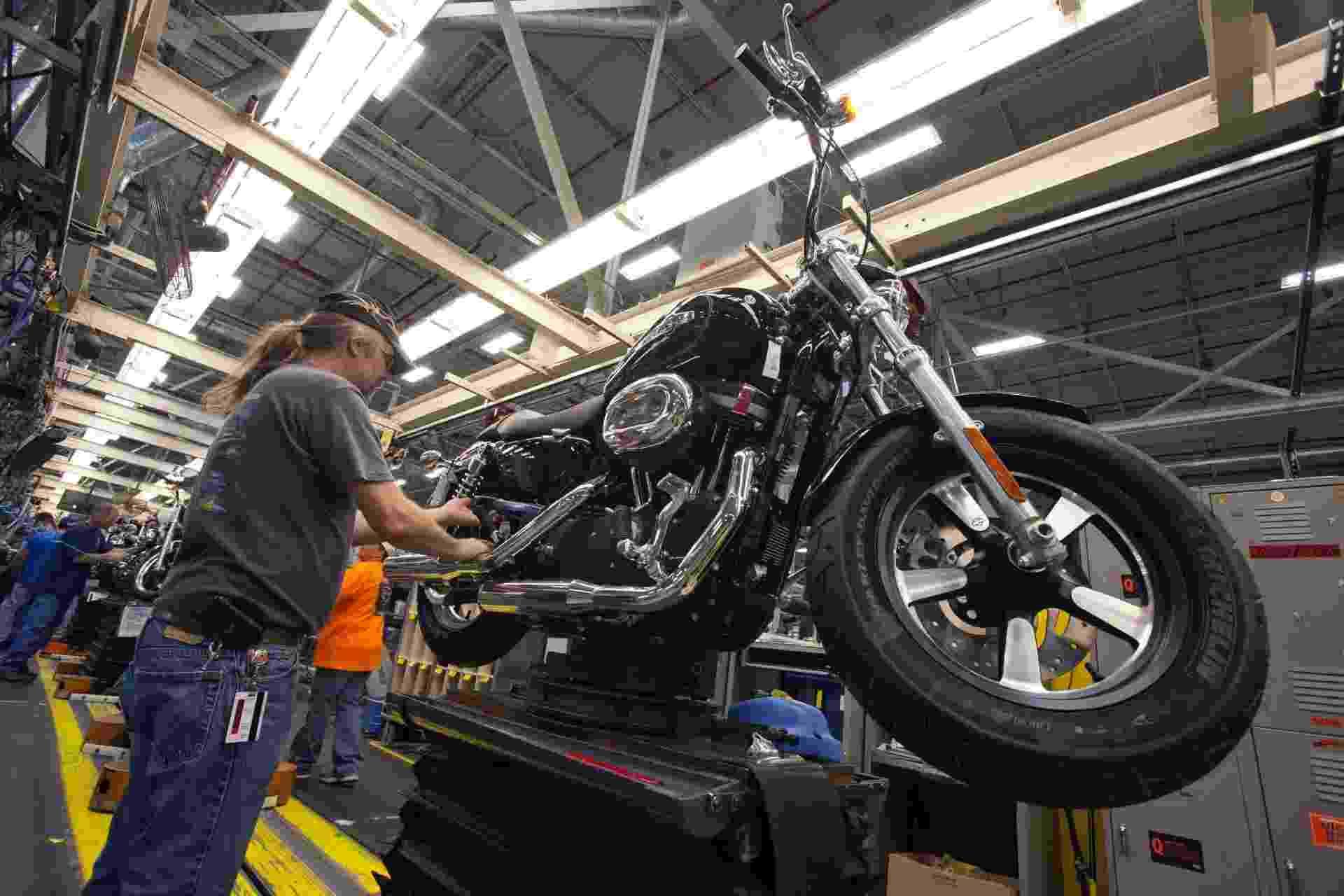 A fábrica da Harley-Davidson localizada na cidade de Kansas City, no Estado norte-americano do Missouri, produz as famílias de motocicletas Sportster, Dyna, StreetTM and V-Rod. Turistas podem acompanhar parte do processo de montagem destas máquinas de perto - Divulgação/Harley-Davidson