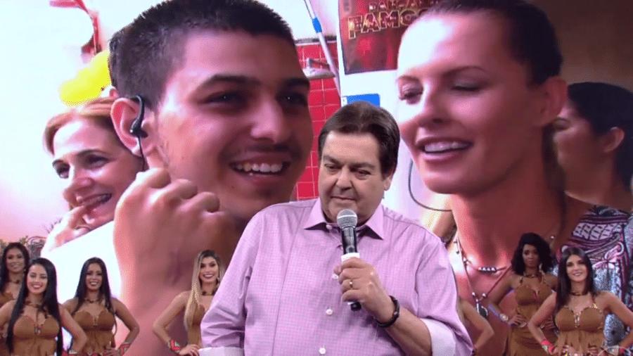 Um rapaz preparou uma festa de aniversário para comemorar os seus 22 anos, e o apresentador da Globo apareceu de surpresa - Reprodução/TV Globo