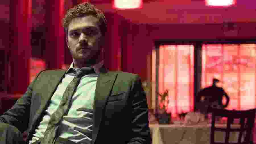 """Finn Jones é Danny Rand / Punho de Ferro em """"Os Defensores"""" - Divulgação/Netflix"""