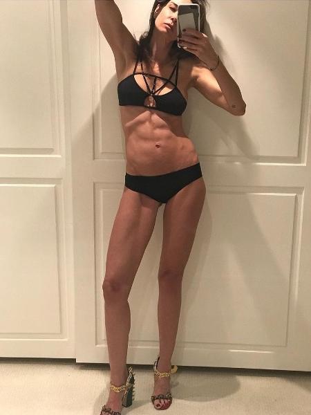 """Luciana Gimenez posa seminua e diz que se aceita """"saudável e magra"""" - Reprodução/Instagram/lucianagimenez"""