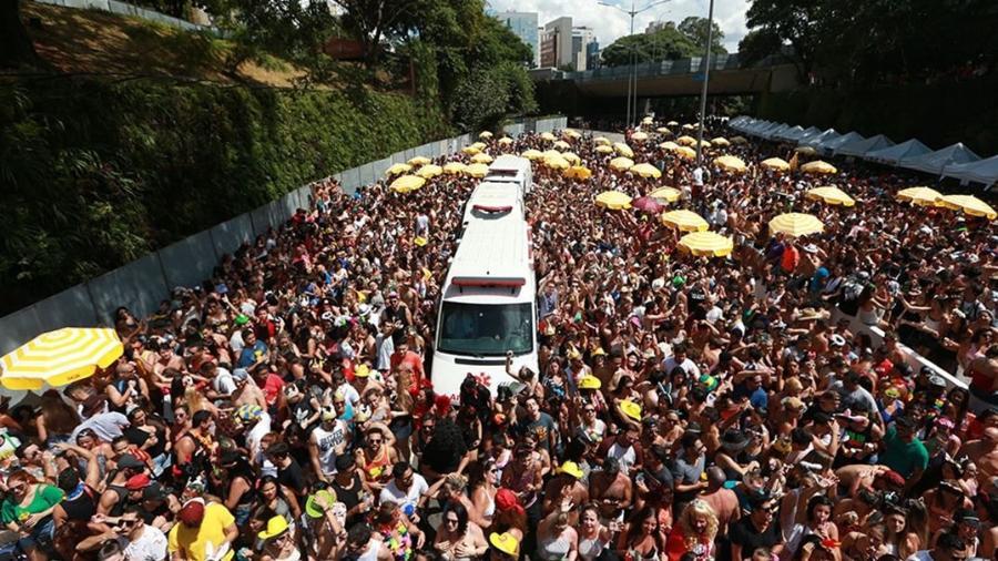 Bloco de rua 23 de maio - Tiago Queiroz/Estadão Conteúdo