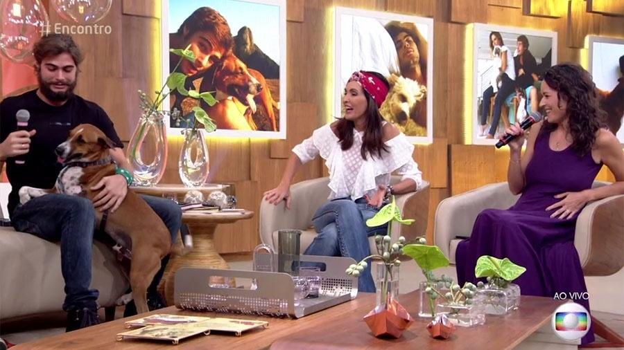 """Cachorro de Rafael Vitti faz xixi perto de Fátima Bernardes no tapete do """"Encontro"""" - Reprodução/Globo"""