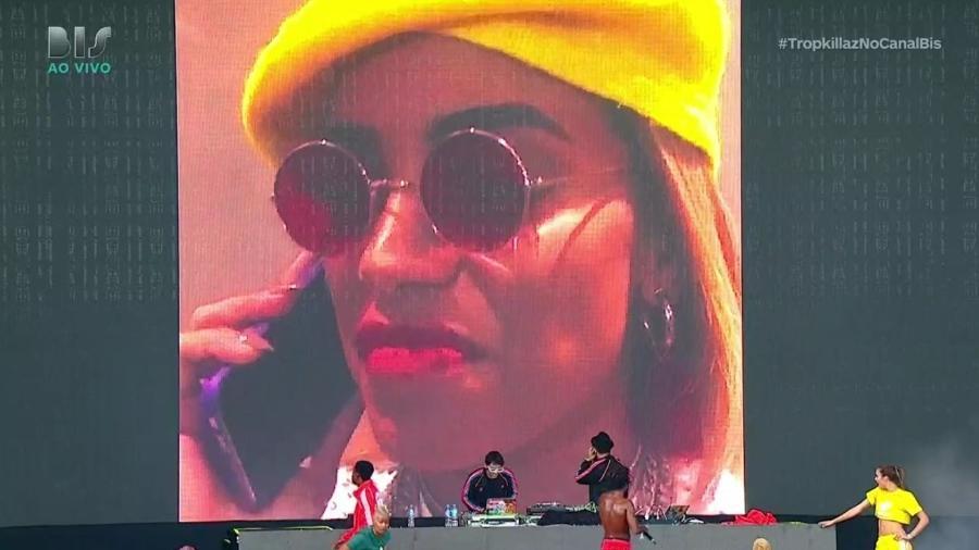 Anitta faz participação virtual em show do Tropkillaz - Reprodução/Bis