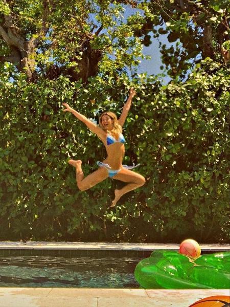 Carolina Dieckmann na piscina - Reprodução/Instagram
