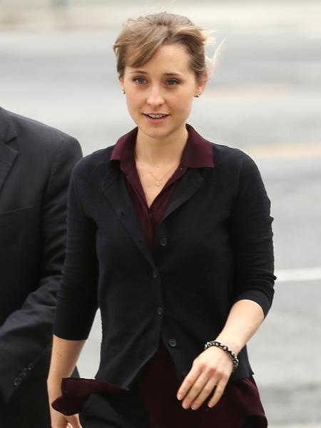 Allison Mack é fotografada ao deixar tribunal em Nova York, nos Estados Unidos - Jemal Countess/Getty Images