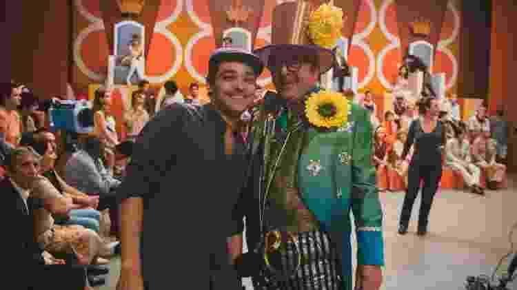 """Eduardo Sterblitch e Stepan Nercessian durante as filmagens de """"Chacrinha""""  - Divulgação - Divulgação"""