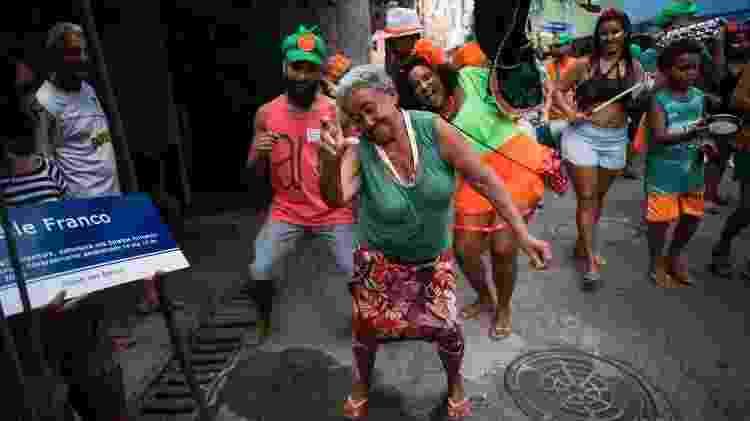 Bloco Benze Que Dá! sai pelas ruas do complexo da Maré no Rio - Bruna Prado/UOL - Bruna Prado/UOL