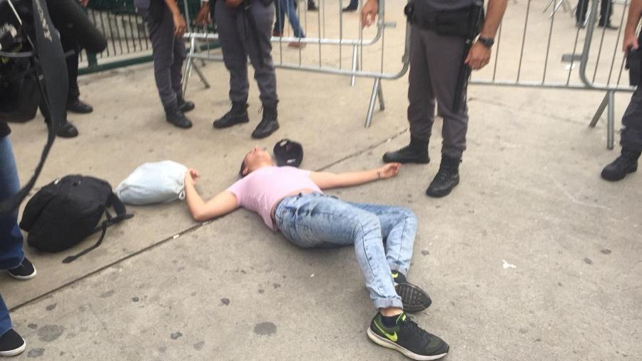 Jovem desmaia após saber que os ingressos para o show extra do BTS em São Paulo acabaram - Renata Nogueira/UOL