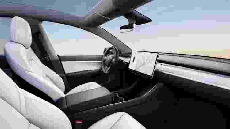 Tesla Model Y cabine - Divulgação - Divulgação