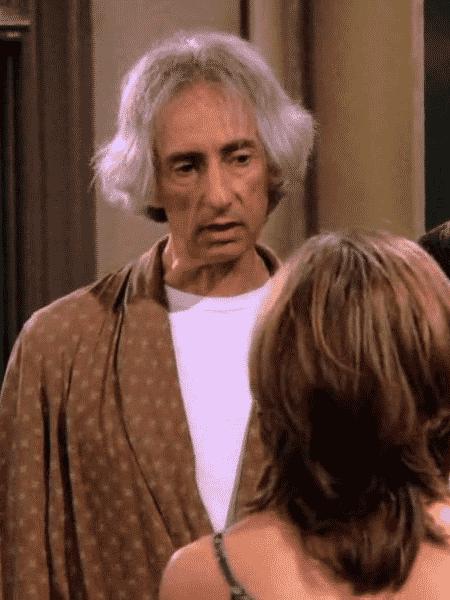 O ator Larry Hankin como Mr. Heckles em Friends - Reprodução