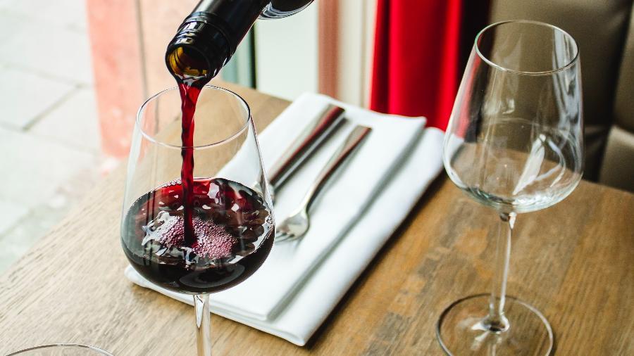 Vinho precisa ter cuidados na hora armazenamento para não interferir na qualidade da bebida - Reprodução/Unsplash