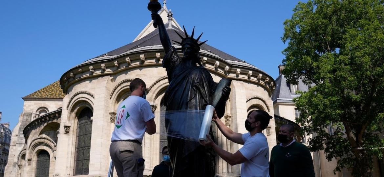 Modelo reduzido da Estátua da Liberdade preservada no Museu de Arts et Métiers de Paris - AFP