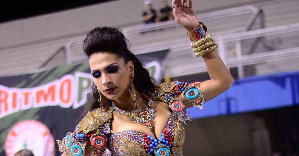 16.jan.2016 - Mocidade Alegre faz ensaio técnico no Sambódromo do Anhembi, na noite de sexta (15). A rainha Aline Oliveira marcou presença na avenida.