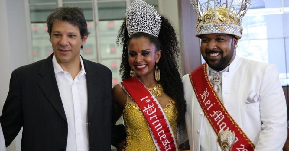 27.jan.2016- O prefeito de São Paulo, Fernando Haddad, 1º Princesa, Tarina dos Santos Lopes e o Rei Momo, Ricardo Cardoso de Lima