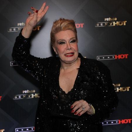 28.jun.2016 - Rogéria chega animada à terceira edição do prêmio Sexy Hot, em São Paulo. - Thiago Duran/AgNews