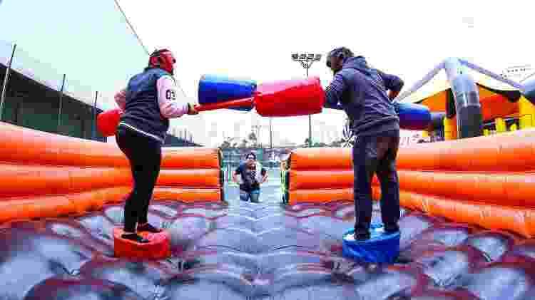 Dupla brinca no parque de infláveis Pop Haus, em Santo Amaro, na zona sul de São Paulo - Jotapê/Divulgação - Jotapê/Divulgação