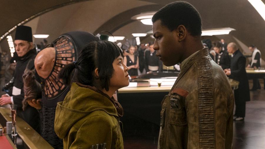 """Rose (Kelly Marie Tran) e Finn (John Boyega) em cena de """"Star Wars: Os Últimos Jedi"""" - Lucasfilm/Divulgação"""