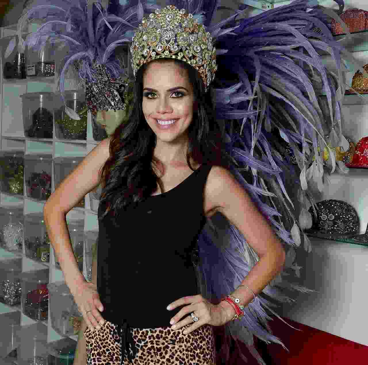Daniela Albuquerque faz primeira prova de fantasia em ateliê em São Paulo - Francisco Cepeda/AgNews