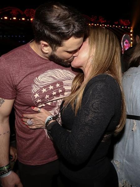 Zilu e namorado se beijam em festival - Cláudio Augusto/Brazil News