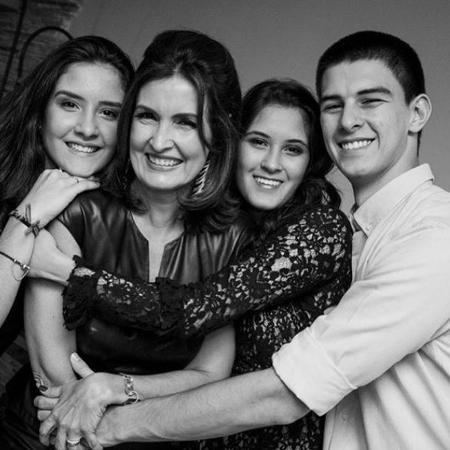 Fátima Bernardes posta foto com os filhos no Dia das Mães - Reprodução
