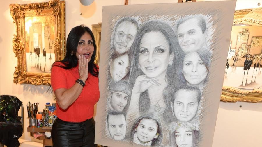 Gretchen ganhou um quadro que retrata sua família - AgNewa
