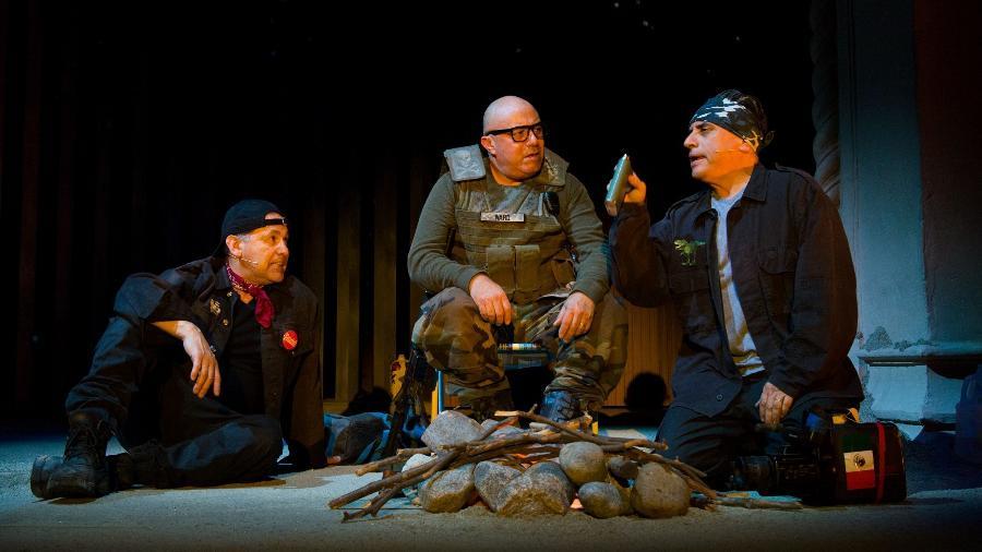 """Cena da peça """"Bordertown"""", que aborda a questão dos imigrantes ilegais - AFP Photo"""