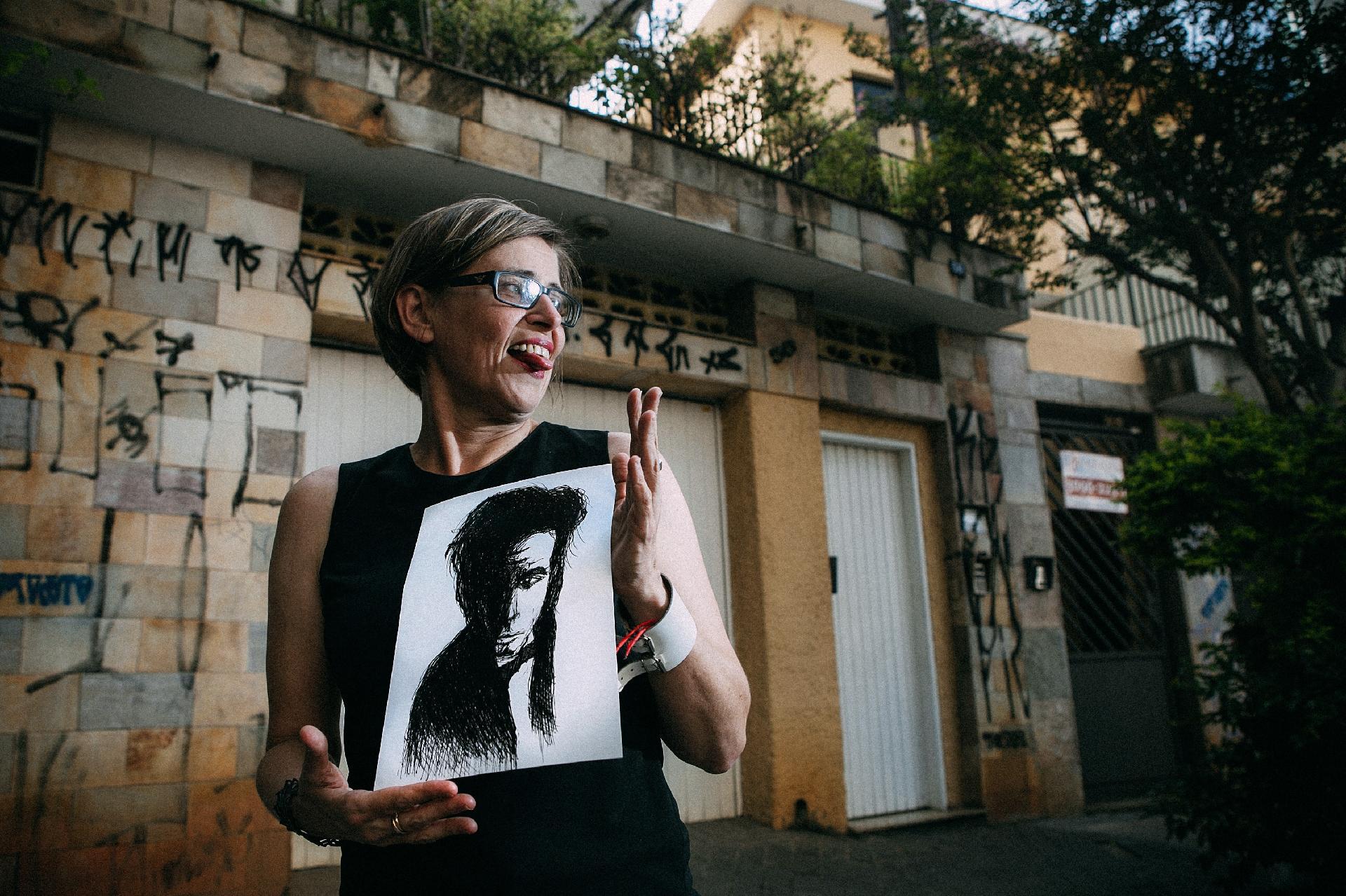 A jornalista Bia Abramo. Ilustração: Fabio Otubo. Foto: Lucas Lima/Folhapress